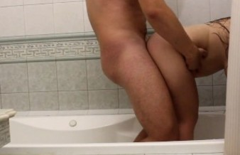 Fucked and fed the beauty with sperm in the bathroom.